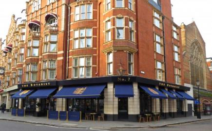 As pub awnings and bar awnings experts we used a Victorian Awning® for The Botanist in Sloane Square